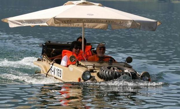 Mit dem Schwimmwagen in den Ossiacher See